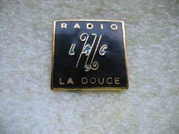 Pin's Radio La Douce - Medias