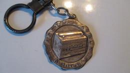 Porte Clé Ancien Ponthieu Automobile Abbeville Batterie Fulmen - Key-rings