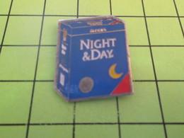 813E Pin's Pins / Beau Et Rare : THEME : BOISSONS / PAQUET DE CAFE NIGHT AND DAY - Beverages