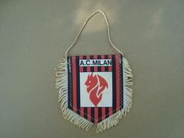 FANION ECUSSON TISSUS A.C MILAN - Blazoenen (textiel)