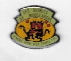 Pin's  Région, Ville, Association  LES  DIABLES  DE  MOOSLARGUE  ( 68 ) - Associations