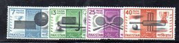 APR1761 - PAKISTAN 1962 , Serie Yvert N. 162/165   ***  MNH  (2380A)  Cricket - Squash - Hockey - Football - Pakistan