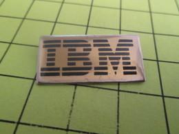 1118B Pin's Pins / Beau Et Rare : THEME : INFORMATIQUE / LOGO DE LA MARQUE IBM - Computers