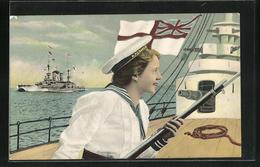AK Kriegschiffe, Frau In Matrosenanzug Und Mütze H. M. S. Queen Mit Gewehr - War 1914-18