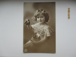 LITTLE GIRL FILLETTE   , OLD POSTCARD   ,0 - Abbildungen