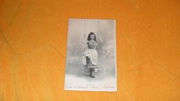 CARTE POSTALE ANCIENNE CIRCULEE DE 1903../ L'ESCARPOLETTE..- FEMME BALANCOIRE...CACHET + TIMBRE.. - Femmes