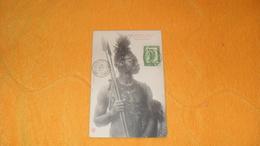 CARTE POSTALE ANCIENNE CIRCULEE DE 1908. / CONGO FRANCAIS ET DEPENDANCES. GUERRIER PAHOUIN YENVI..CACHETS + TIMBRE - French Congo - Other