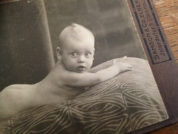 ELBERFELD - SAMSON & CO. - NACKTER SAEUGLING AUF BETTDECKE - NAKED BABY - Persone Anonimi