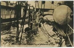 Inneres Eines U-Boot Hebeschiffs Mit Gehobenem U-Boot - Foto-Ansichtskarte - Verlag F. Finke Wilhelmshaven - Submarines
