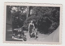 NF/ PHOTO NOIRMOUTIER - 1954 - Couple Avec Ancienne MOTO - Foto