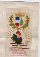 97Em  Cpa Brodée Soie Souvenir D'Alsace Coq Lauriers Drapeaux Soleil - Brodées