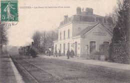 GIRONDE  -  GUITRES  - La Gare Et L'arrivée D'un Train - Autres Communes