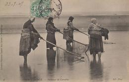 CPA Berck-Plage - Pêcheuses De Crevettes (jolie Scène) - Berck