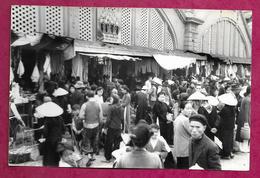 Ancienne PHOTO De PRESSE De 1951 Un Marché Au VIET-NAM, INDOCHINE, à Localiser... CACHET Du Photographe Au Dos..2 Scans - Places