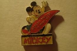 Pin's Disney Le Journal De Mickey Réseau Presse 12 Avril 92 - Disney