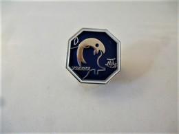 PINS FNPPSF FÉDÉRATION NATIONALE DE LA PLAISANCE ET DES PÊCHES EN MER Carte De France / Base Argentée / 33NAT - Animals