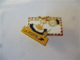 PINS LA POSTE ENVELOPPE PAR AVION 972 MARTINIQUE / Base Dorée / 33NAT - Mail Services