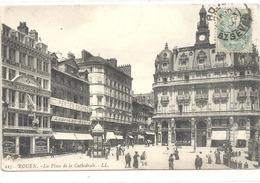 225. ROUEN . LA PLACE DE LA CATHEDRALE + NOMBREUX COMMERCES . CARTE AFFR SUR RECTO - Rouen