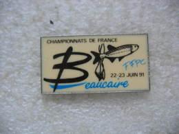 Pin's Championnat De France Avec La FFPC (Fédération Française De Pêche Au Coup) à Beaucaire Les 22 Et 23 Juin 1991 - Animals