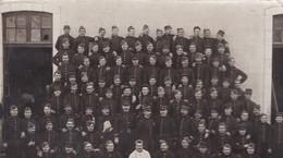 TRES BELLE CARTE PHOTO / SOLDATS DU 112 EME DEPART ANTIBES / POUR LOUIS  ANGLESY PETIT COURS A AURIOL - Oorlog 1914-18