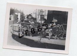 PHOTO ANCIENNE - 44 - LE CROISIC - ENFANT Sur Un MANEGE - FETE FORAINE - 1949 - Lieux