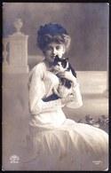 SUPERBE CARTE PHOTO JOLIE FILLE Avec CHAT  - Circulée 1911 - Portraits