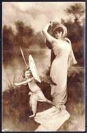 CARTE PHOTO ARGENTIQUE - SUPERBE MONTAGE SURREALISME - JOLIE DAME AVEC ENFANT PAPILLON - Reutlinger - Photographie