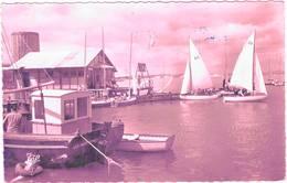 DIVES Sur MER Le Port Entre Houlgate & Cabourg Cap 1577 (timbre Décollé) - Dives