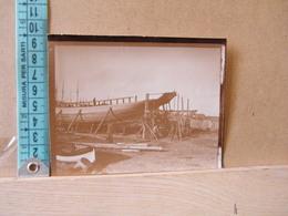 MONDOSORPRESA,  FOTOGRAFIA, RODI, UN CARICO IN COSTRUZIONE,1914 - Barche