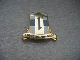 "Pin's Embleme Militaire à 2 Attaches à Définir: ""First In Support"" (réf P23) - Army"
