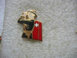 Pin's Douanier Suisse à L'affut Avec Ses Jumelles - Police