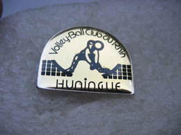 Pin's Du Volleyball Club Du Rhin De La Ville D'Huningue (Dépt 68) - Volleyball