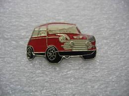 Pin's D'une Belle Petite Mini De Couleur Rouge - Badges