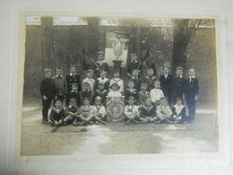 ATH:TRES BELLE PHOTO D'ECOLE 17X12 SUR CARTON 23X27 DU 23 MAI 1921- - Ath