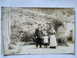 GENERAC (30) - Carte Photo -  Une Famille - T BE - France