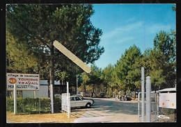 Cpm 3320435 Tourisme Et Travail Village De Vacances Montalivet L'entrée Du Village - France