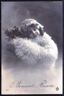 SUPËRBE CARTE PHOTO JOLIE FILLE - FILLETTE AVEC FOURRURE - 1913 - BONNE ANNEE - Abbildungen