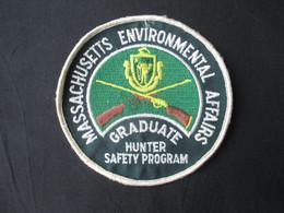 ECUSSON TISSUS USA (M1909) MASSACHUSETTS ENVIRONMENTAL AFFAIRS GRADUATE (2 Vues) Hunter Safety Program - Blazoenen (textiel)