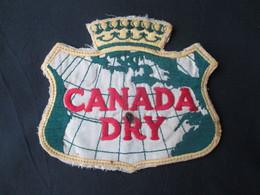 ECUSSON TISSUS (M1909) CANADA DRY (2 Vues) Attention Trou De Cigarette - Blazoenen (textiel)