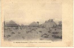AFRIQUE-GUINEE FRANCAISE - VILLAGE FOULA - CONSTRUCTION DES CASES - French Guinea