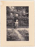 Ancienne Photographie Amateur / Femme + Fillette : Nom Et Prénom Au Dos 1955 - Personnes Identifiées