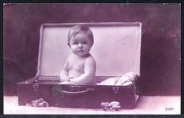 CARTE PHOTO BEBE EN VALISE - BABY IN SUITCASE - Circulée 1929 - Portretten