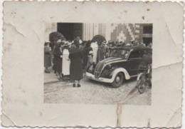 Fotografia Cm. 6,2 X 8,9 Con Automobile D'epoca Targata Vicenza (forse Chiesa Della Madonna Dei Carmini) - Automobili