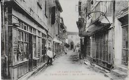LABRUGUIERE  ( Tarn Illustré ) : Rue De L'Hôtel De Ville Et Ses Comerces - Labruguière