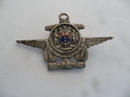 """(Militaria - Marine / Aéronavale...) - Insigne Type Broche (sans Réf..!!) - Porte-Avions """" ARROMANCHES """"......voir Scans - Marine"""