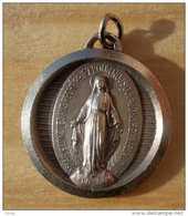 Médal-079 Médaille Ancienne Signée Ruffanny, Anagramme JB ,gravée France Ô Marie Conçue Sans Péché - Religione & Esoterismo