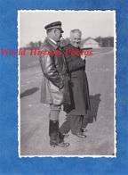 Photo Ancienne Snapshot - Aérodrome / Aéroport à Situer - Aviateur & Notable à Identifier - Pilote Aviation - Guerre, Militaire