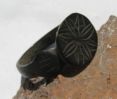 Ancient Medieval Ring With Primitive Pattern - Archeologia