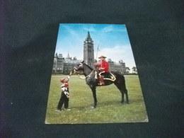 PICCOLO FORMATO CANADA GIUBBA ROSSA SOLDATO A CAVALLO HORSE CON BAMBINO PARLAMENTO OTTAWA - Ottawa