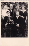 AK Foto Hochzeitspaar Und Weitere Personen - Ca. 1940/50 (42505) - Hochzeiten